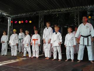 Karatevorführung auf dem Dieburger Maimarkt 2011
